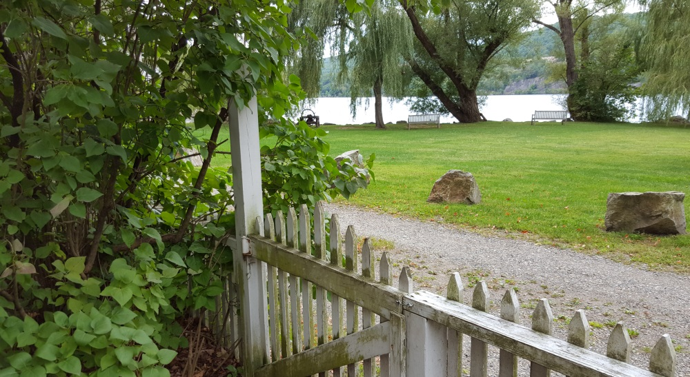 33-garrison-landing-fall-coming-back-fence-and-river