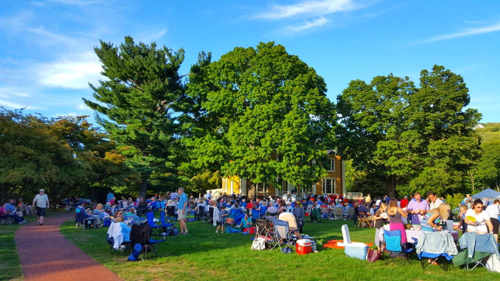 boscobel-picnic-crowd
